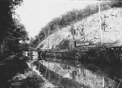 Canal boat picking up stone at the Delaware Quarry
